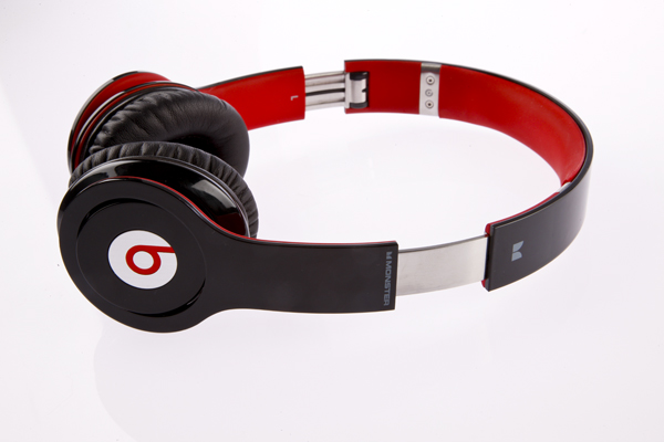 Beats Solo HD vs Monster DNA