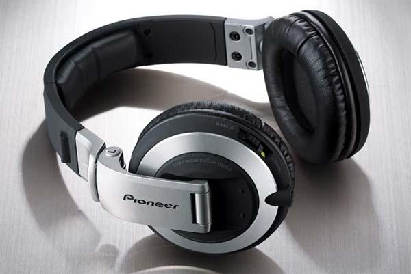 Pioneer HDJ-2000 vs Beats Pro